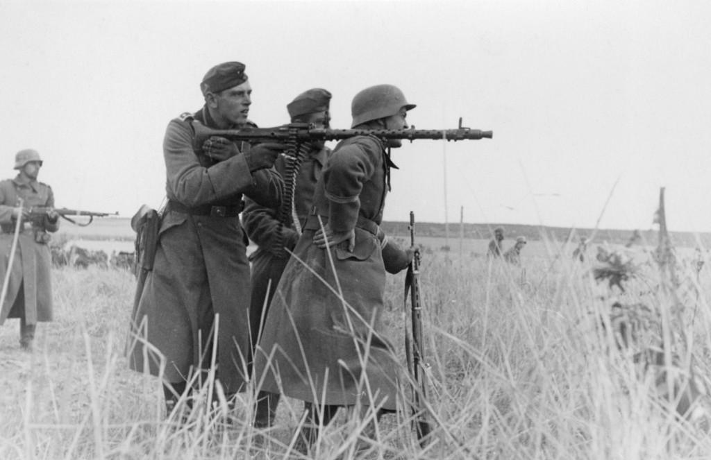 Machine_gun_squad_MG34
