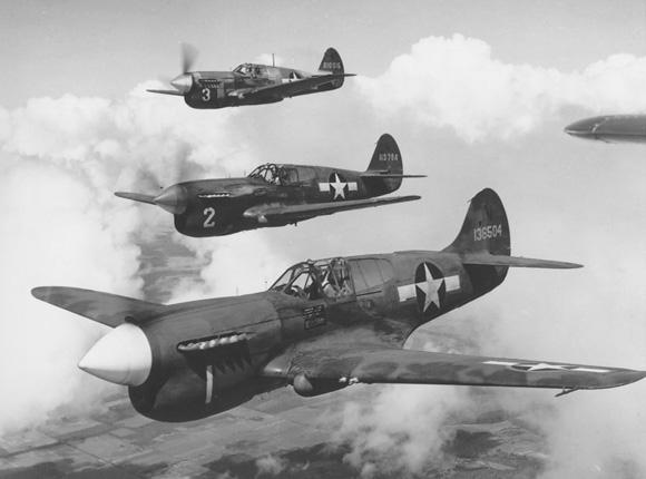 Curtiss_P-40_Warhawk_USAF